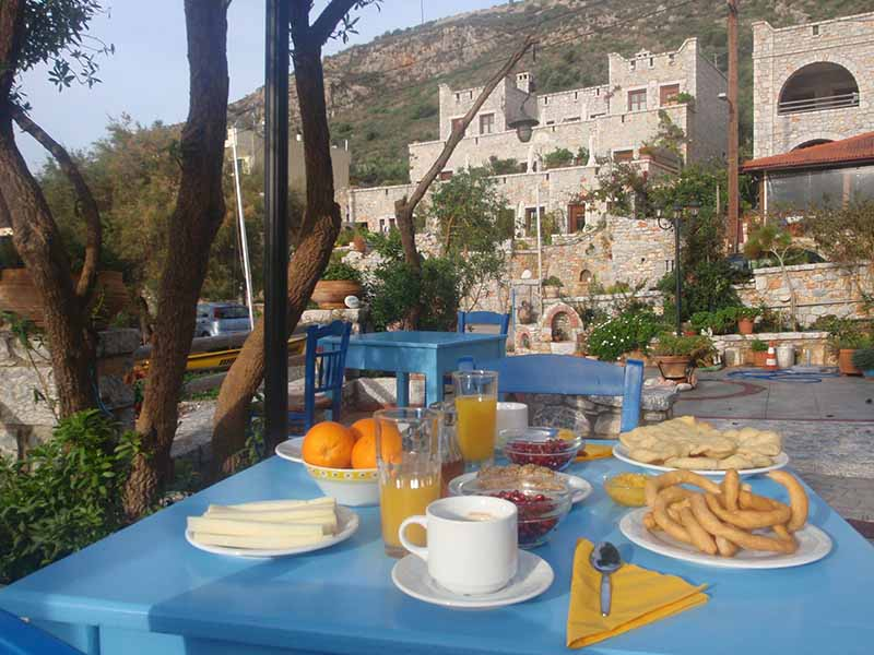 mani-elixirion-breakfast-area-elixirion-tastes18