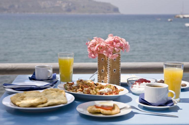 mani-elixirion-breakfast-area-elixirion-tastes2